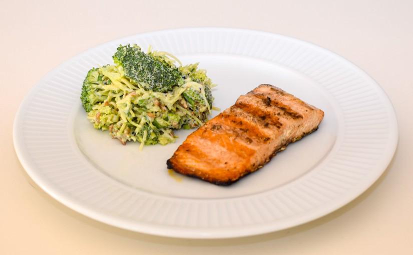 Grillet laks med broccolisalat