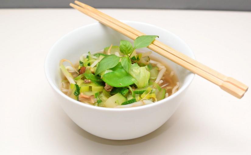 Vietnamesisk Pho med oksekød og nudler
