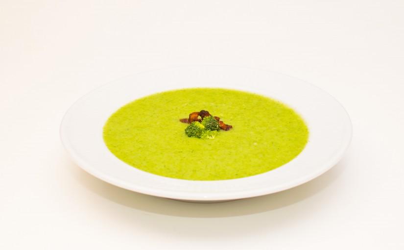 Cremet grøn suppe med broccoli og kartofler